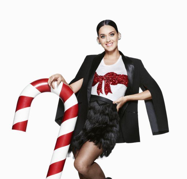 Katy Perry pose pour la campagne Noël 2015 d'H&M.