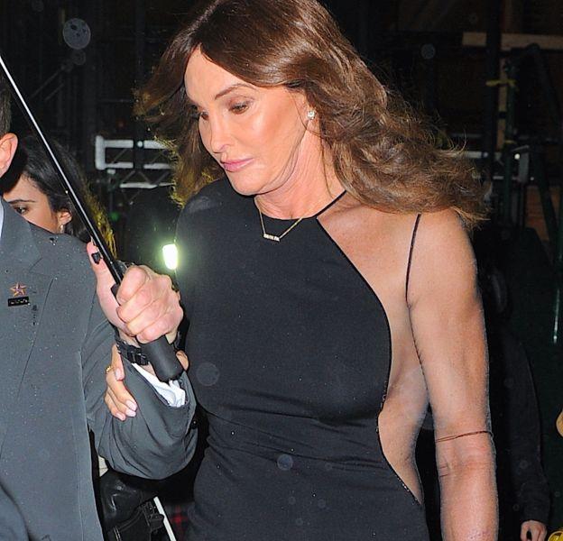 Caitlyn Jenner : plus femme et plus heureuse que jamais. Elle prend plaisir à choisir ses tenues sexy.