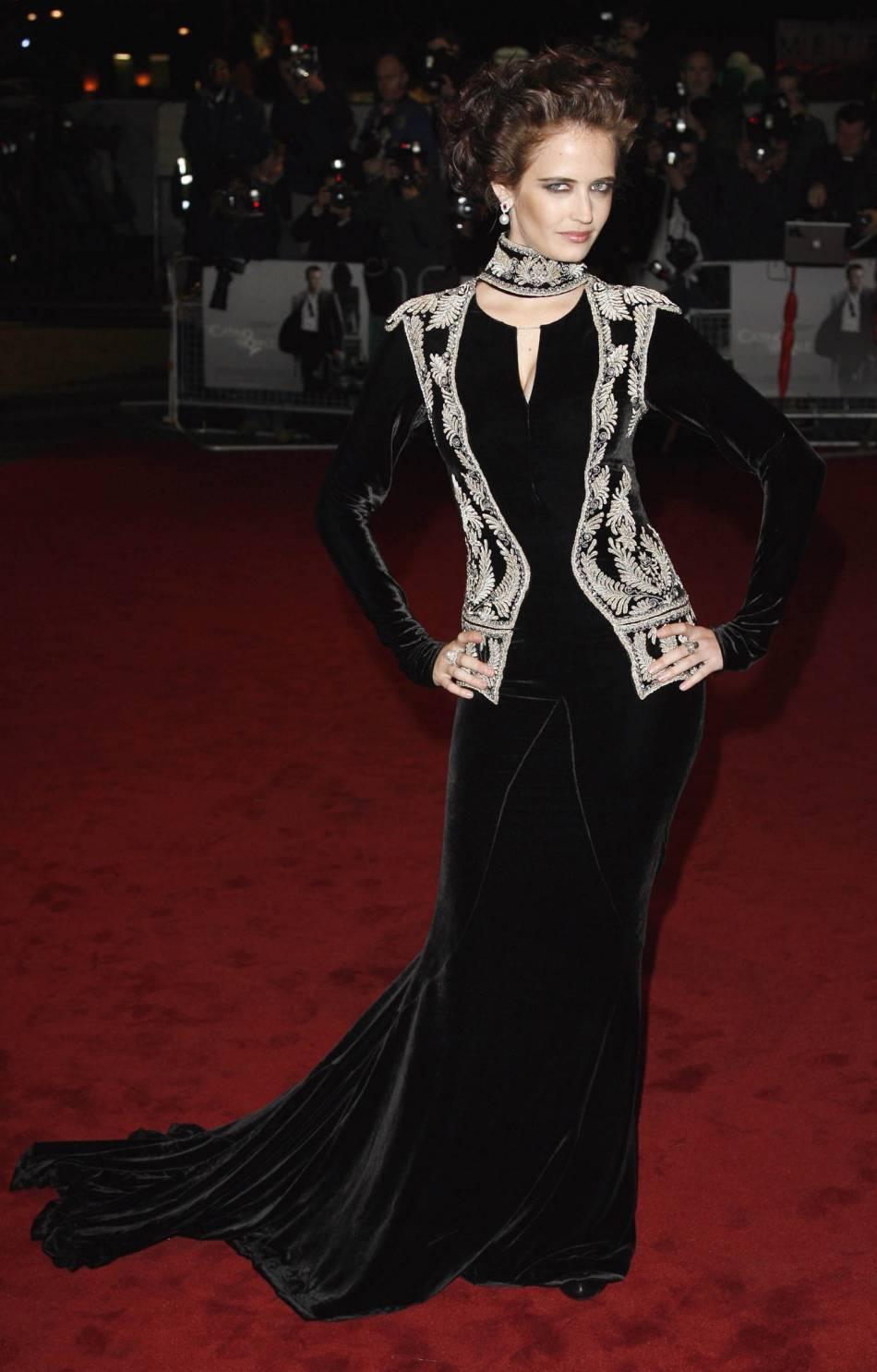 """Avant-première de """"Casino Royale"""" à Londres en 2006 ; Eva Green est sublime. Elle commence doucement mais sûrement à faire les bons choix et à trouver son style à elle."""