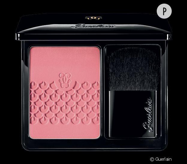 """Pour donner un peu de vitalité à votre teint diaphane, optez pour le blush tendre """"Rose Aux Joues"""" de Guerlain."""