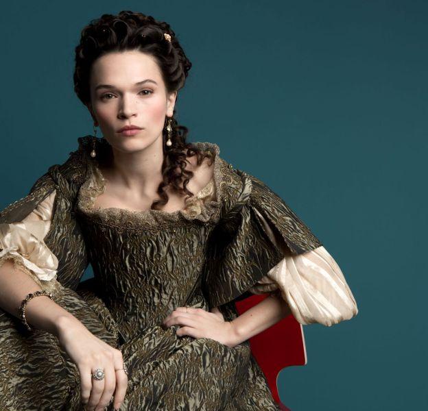 Madame De Montespan possède un teint parfaitement diaphane.
