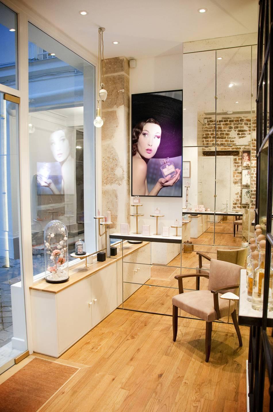 L 39 int rieur de la parfumerie rose desgranges - Maison de la parfumerie ...
