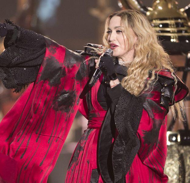 """Samedi 14 novembre 2015, Madonna a interprété une version hommage de """"La vie en rose"""" d'Edith Piaf à Stockholm."""