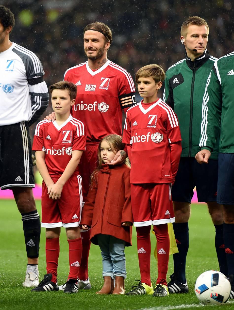 Harper Seven Beckham fière d'être sur le terrain aux côtés de sa famille.