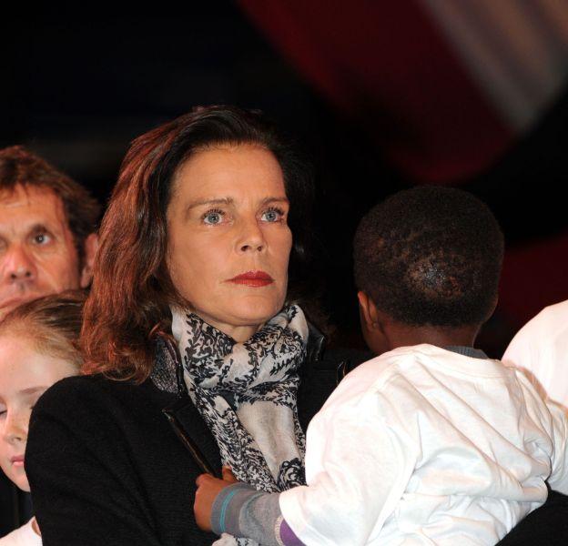 Stéphanie de Monaco, la mine grave, a dédié la course à Paris.
