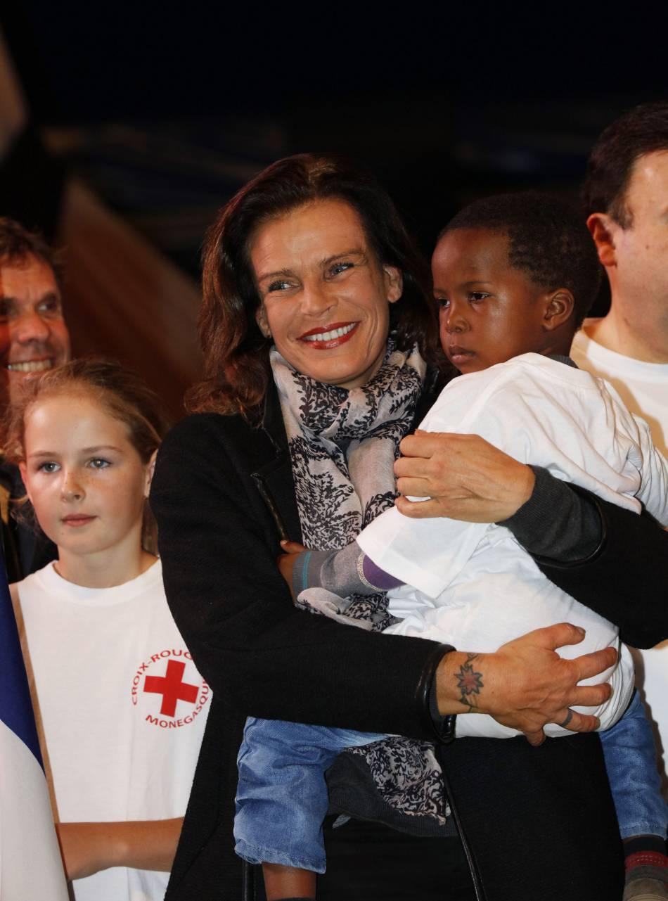 Stéphanie de Monaco, rayonnante et solidaire avec les Parisiens.