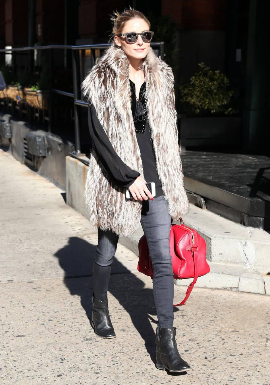 Olivia Palermo nous apprend à porter la fausse fourrure.