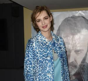 """Louise Bourgoin en bleu et manteau léopard à l'avant-première de """"Je suis un soldat"""". On adore !"""