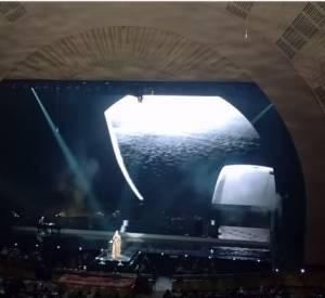 Adele, son hommage à la France en vidéo.