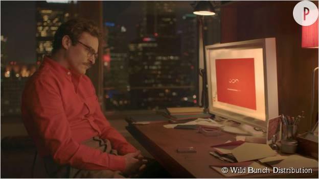 Joaquin Phoenix face à Samantha, un logiciel informatique auquel Scarlett Johansson prête sa voix.