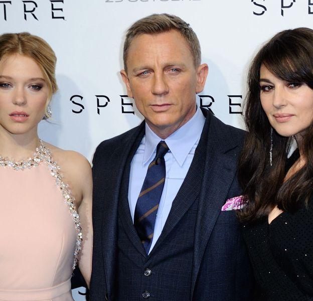 Deux scènes de baiser ont été coupé en Inde, entre Daniel Craig et ses James Bond girls, Léa Seydoux et Monica Bellucci.