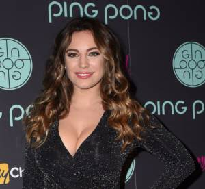 Kelly Brook : topless et fessier à l'air pour son calendrier 2016