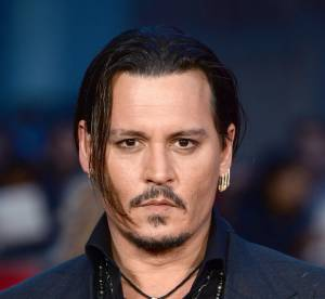 """Johnny Depp, troublé de voir Lily-Rose, sur tapis rouge """"maquillée et apprêtée"""""""
