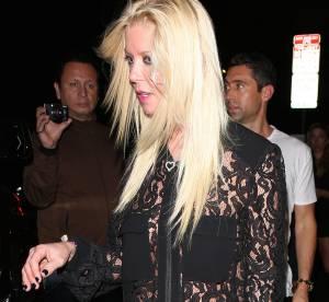 Tara Reid, sans soutien-gorge sous sa chemise transparente à Hollywood