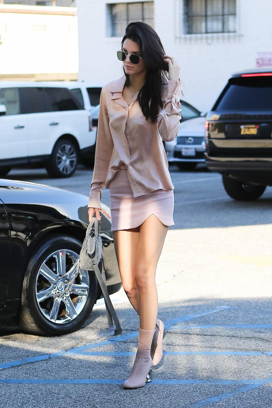 Kendall Jenner en pleine séance shopping ce samedi 21 novembre à Los Angeles
