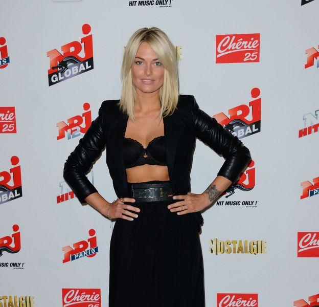Caroline Receveur toujours très sexy pour la moindre occasion même pour un gala de charité.