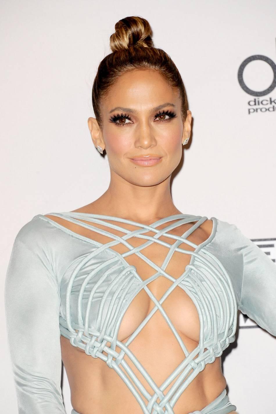 Jennifer Lopez très hot aux American Music Awards 2015 le 22 novembre 2015 à Los Angeles.