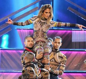 Jennifer Lopez hôte sexy des AMAs 2015 : 10 looks transparents et décolletés