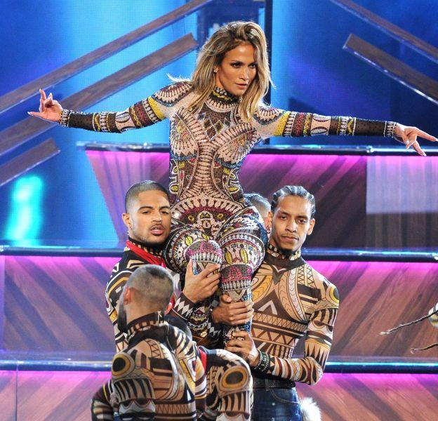 Jennifer Lopez, maîtresse de cérémonie assure le show aux American Music Awards 2015 le 22 novembre 2015 à Los Angeles.