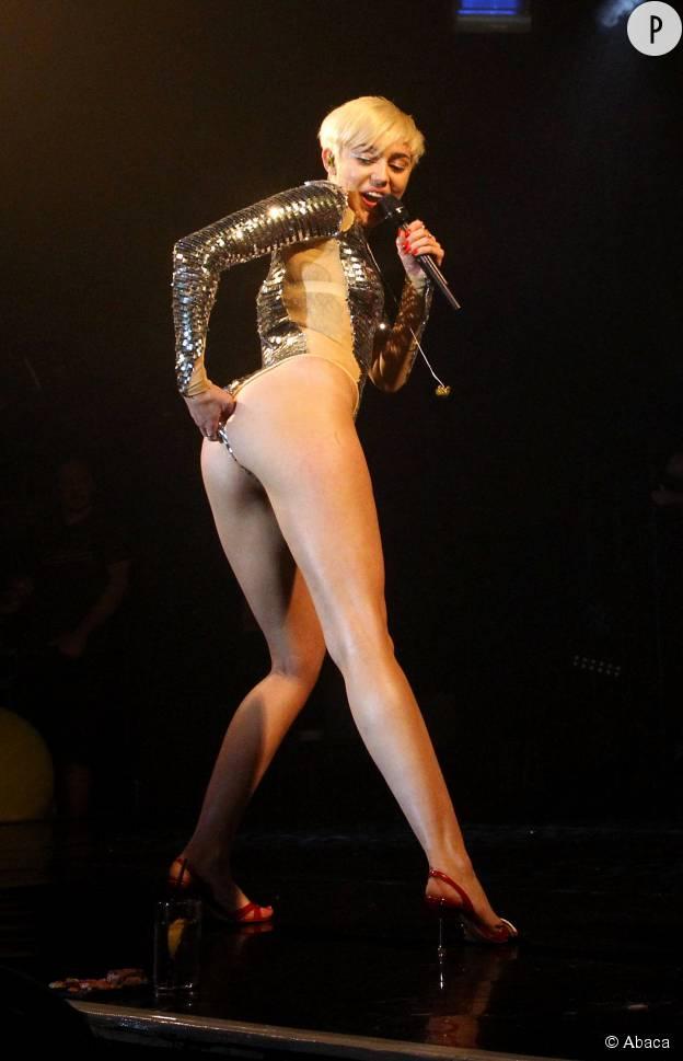 Miley Cyrus sur scène à Londres, en mai 2014.