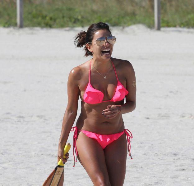 Eva Longoria, 40 ans et toujours sublime sur la plage de Miami.