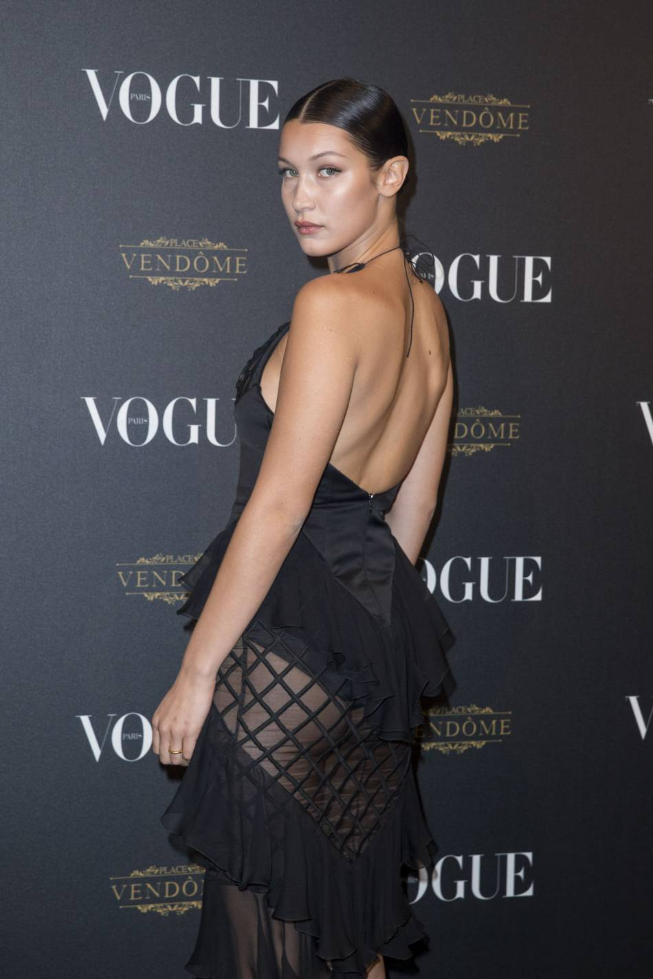 Bella Hadid se veut plus sexy que jamais en posant quasiment nue pour S Moda.