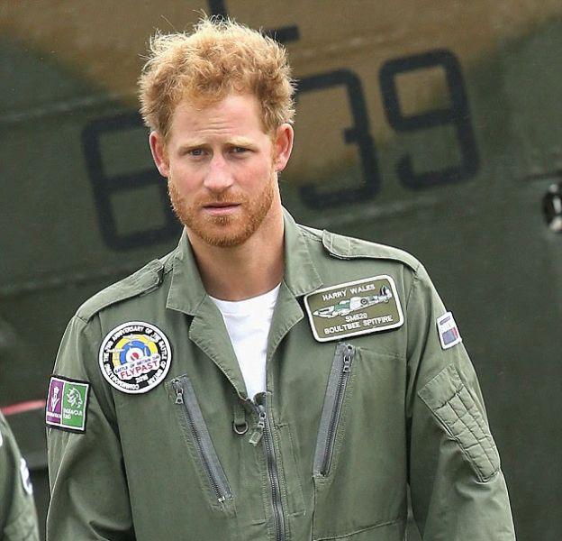 Le Prince Harry est sexy, mais il reste le mauvais élève de la famille royale d'Angleterre.