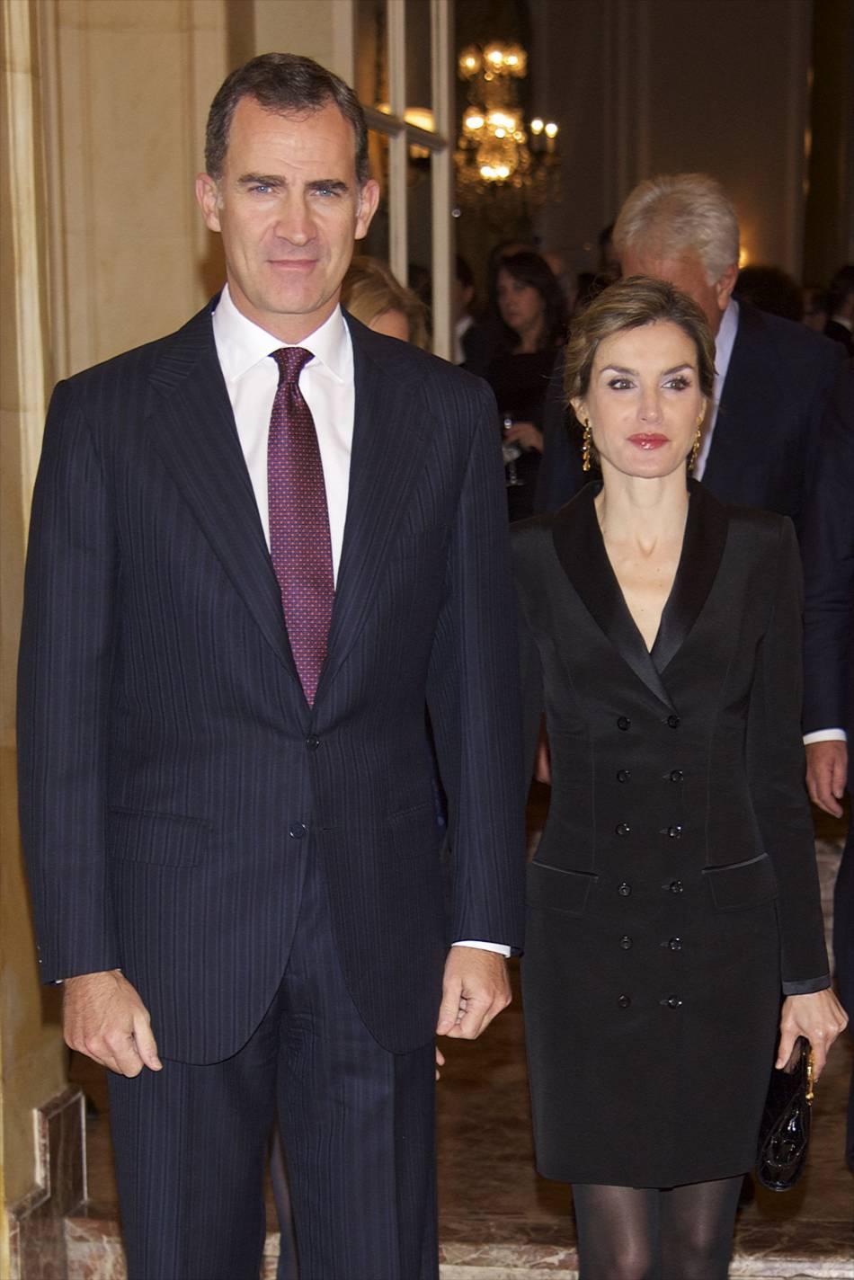 Letizia d'Espagne mise sur la petite robe noire.