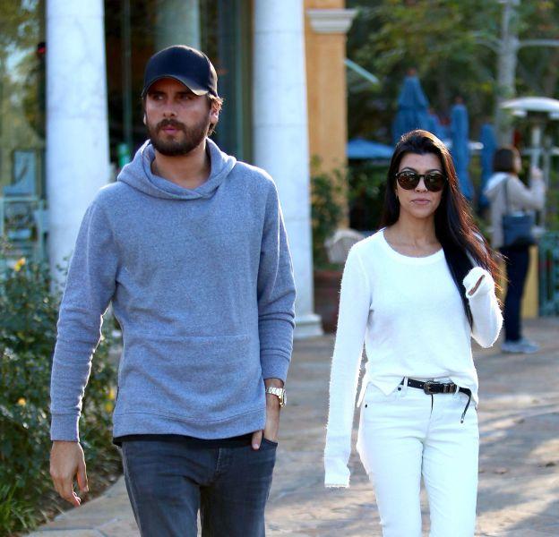 Scott Disick et Kourtney Kardashian à la sortie du restaurant à Los Angeles le 25 novembre 2015.