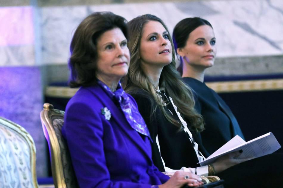 La reine Sivlia de Suède aux côtés de sa fille Madeleine et de la princesse Sofia.