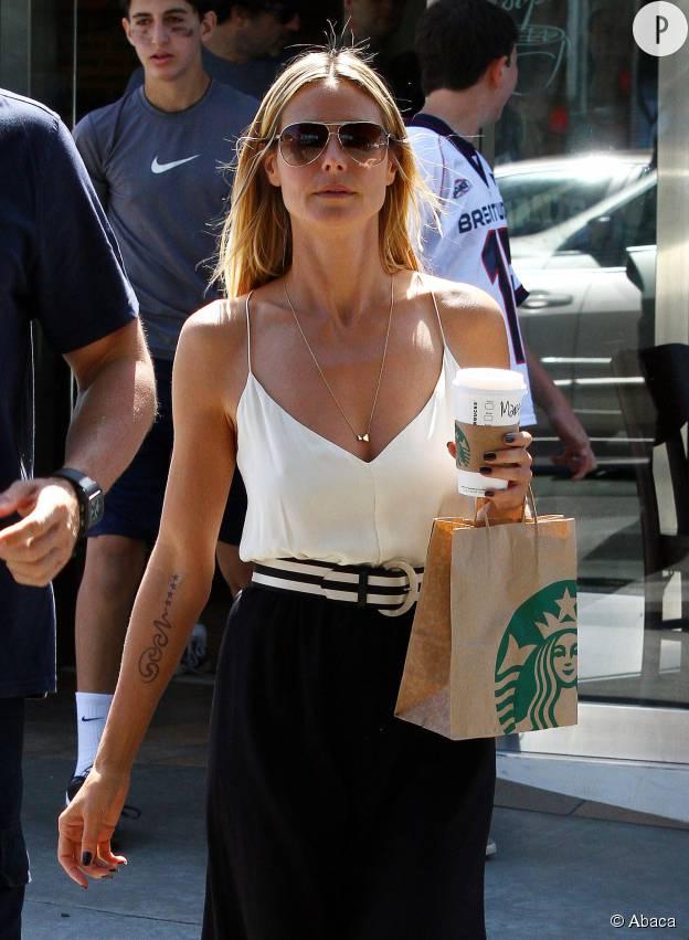 Heidi Klum n'a plus ce tatouage sur l'avant-bras droit.