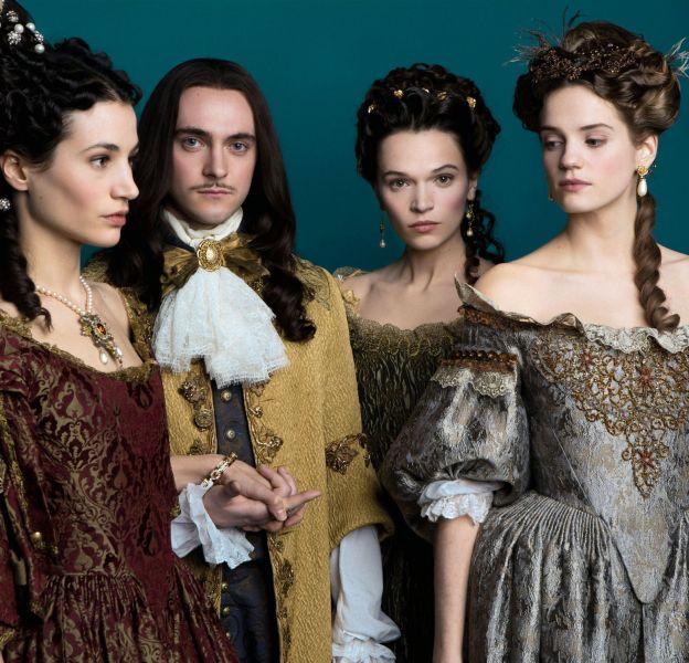 À Versailles, la mode avait son importance et gare à celui ou celle qui ne suivait pas la tendance.