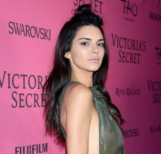 Kendall Jenner pose de nouveau nue, mais cette fois, sur un cheval !