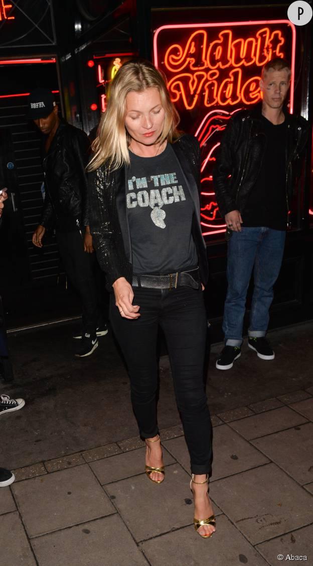 Kate Moss, blazer et talons hauts pour briller.