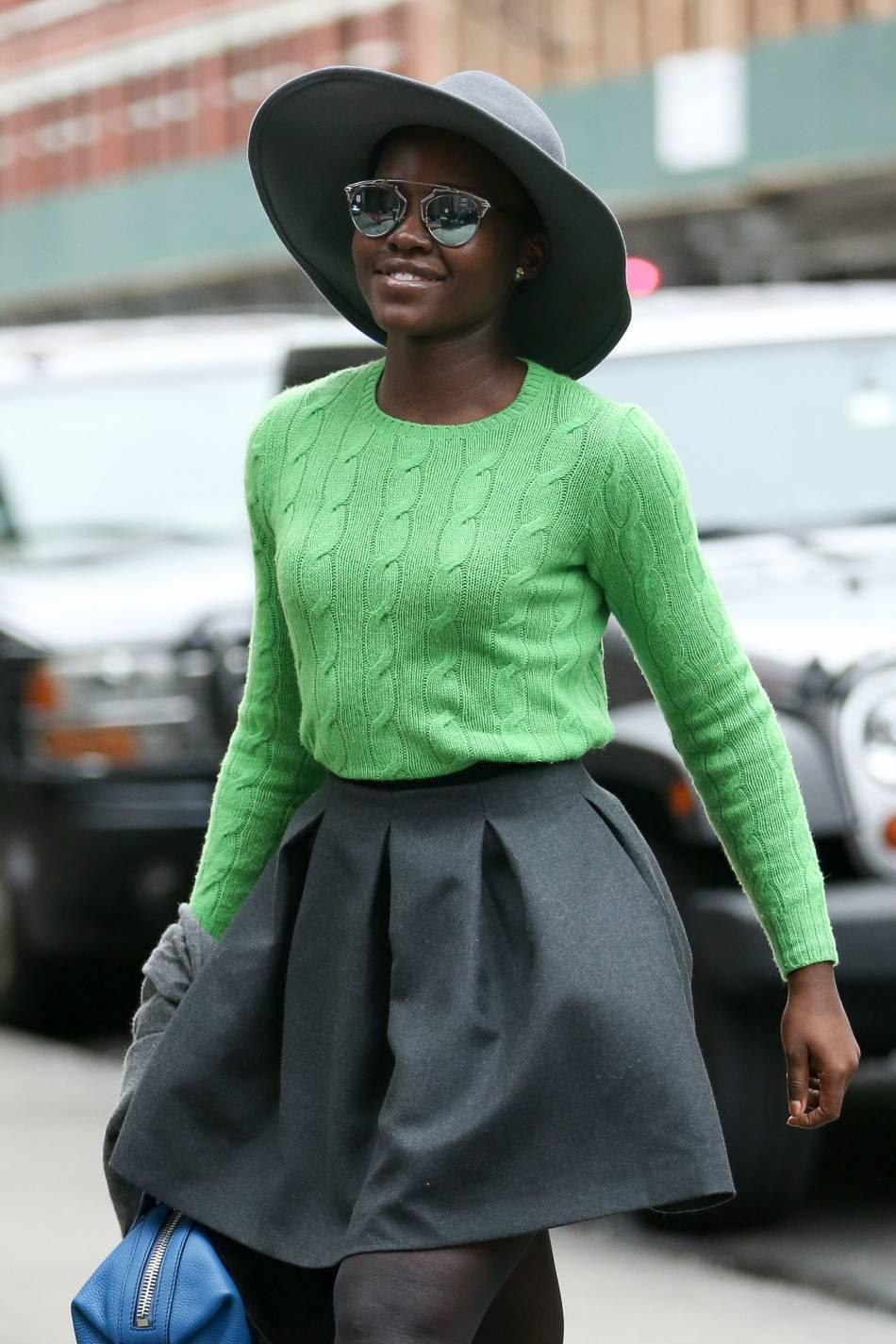 Lupita Nyong'o allie le bleu et le vert, on ose ou pas ?