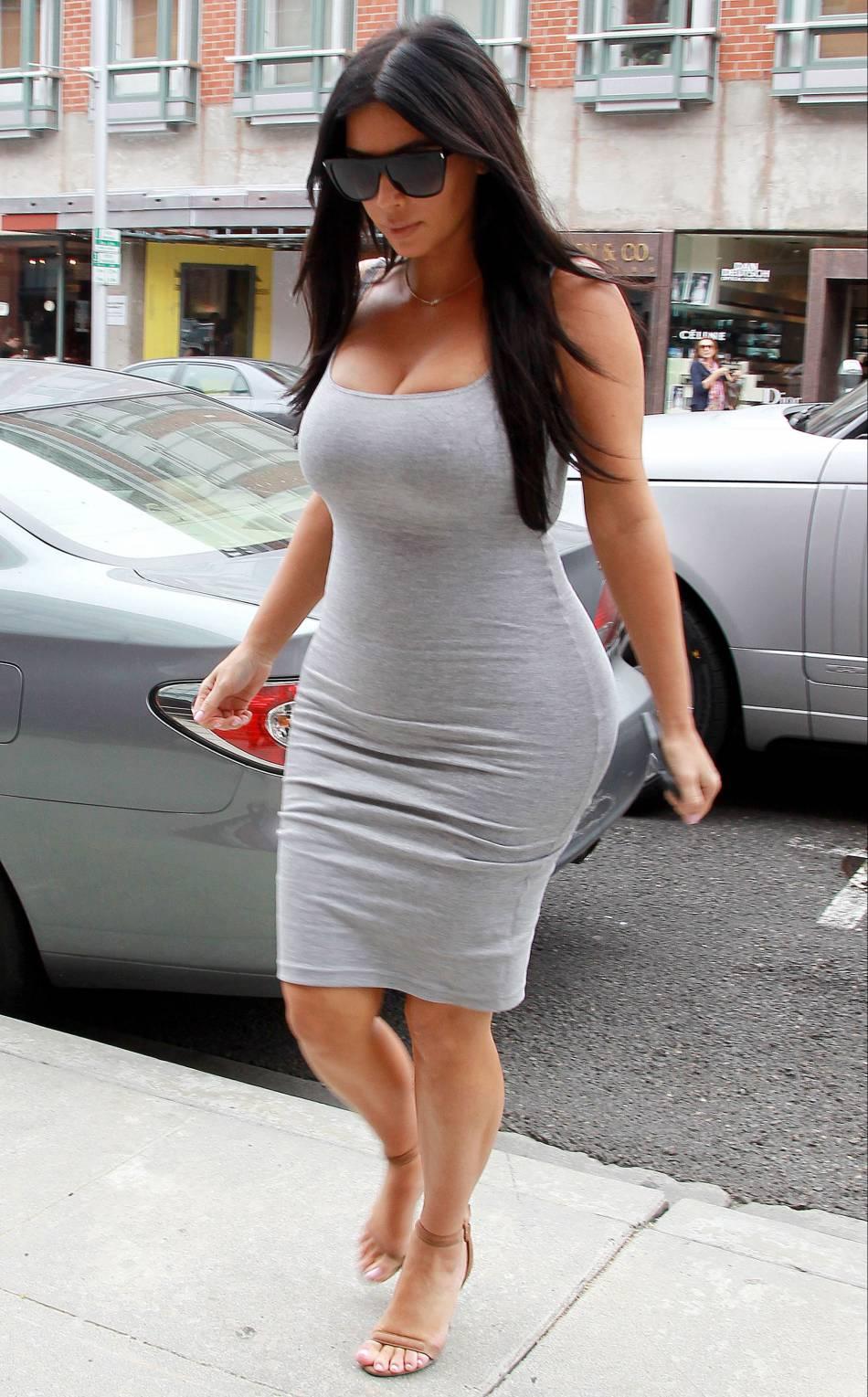 Kim Kardashian veut nous faire croire qu'elle fait une taille 36.