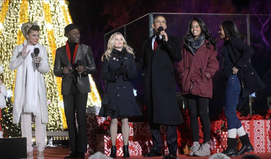 Le show a été assuré par différents artistes lors de l'illumination du sapin de la Maison Blanche, en ce 3 décembre 2015.