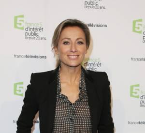 """Anne-Sophie Lapix présente en quotidienne l'émission """"C à vous"""" sur France 5."""