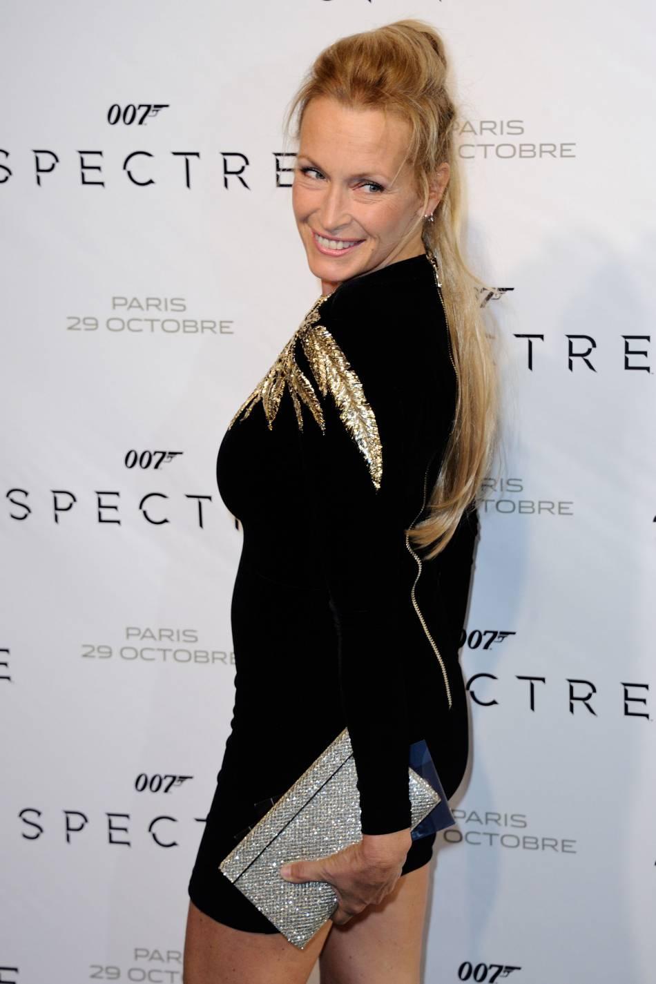 Comme maman, alias Estelle Lefébure, Ilona Smet joue aussi parfois les mannequins.