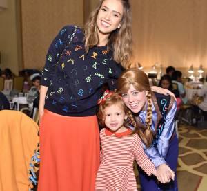 Jessica Alba, un look de fête audacieux et tendance en orange