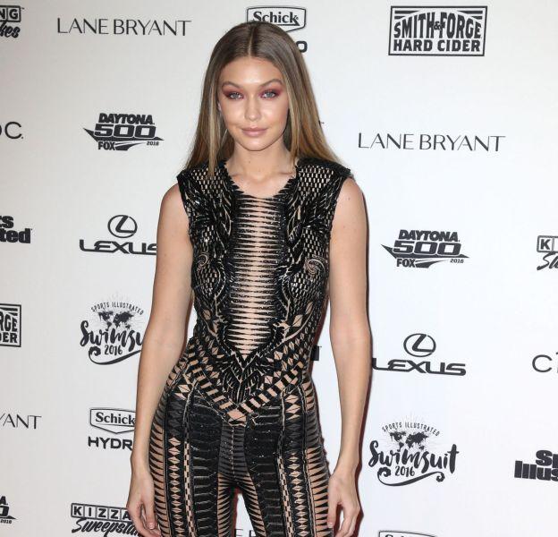 Gigi Hadid over sexy en combinaison Julien Macdonald à l'événement VIP Press Sports Illustrated Swimsuit Issue le 16 février 2016 à New York.