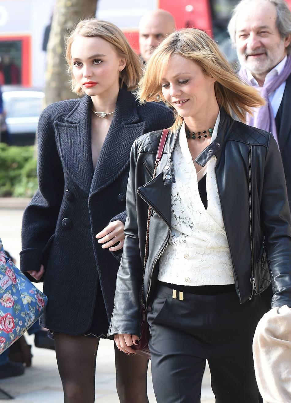 Être la fille de Vanessa Paradis et Johnny Depp n'est pas toujours facile.