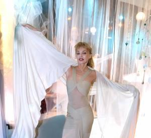 """Arielle Dombasle, sublime dans sa robe Hervé Léger, ce mardi 16 février 2016 lors du lancement de son tout premier parfum baptisé """"Le Secret d'Arielle."""""""