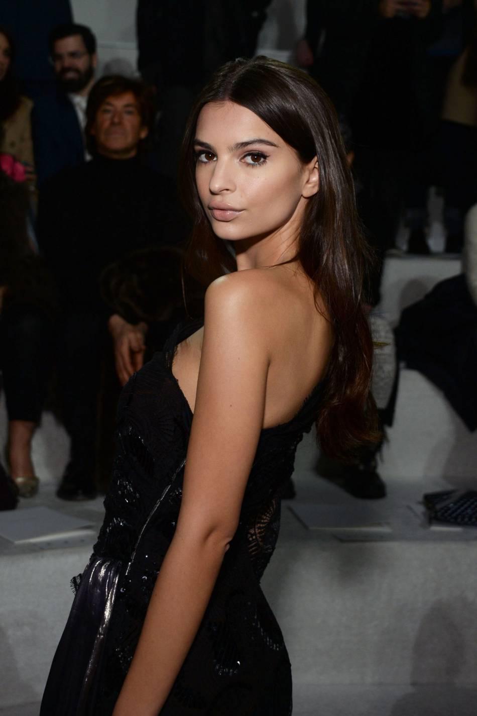L'actrice enchaîne les défilés en pleine Fashion week.