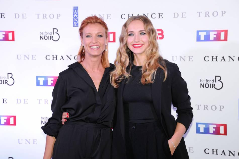 Alexandra et Chloé forment un bien joli duo sur tapis rouge.