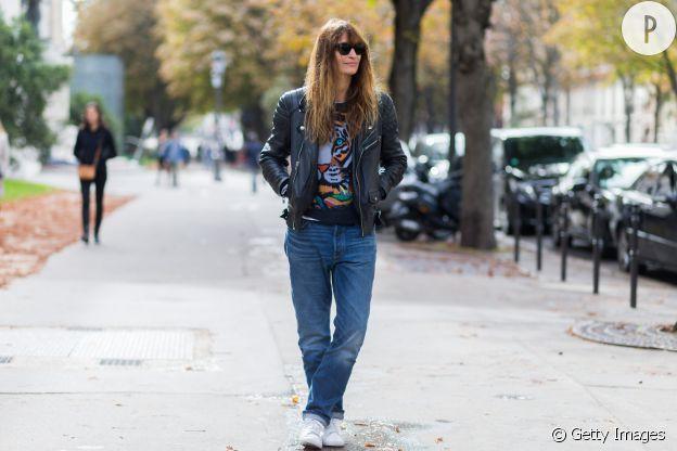 Caroline de Maigret porte un perfecto cool et un jean mom.