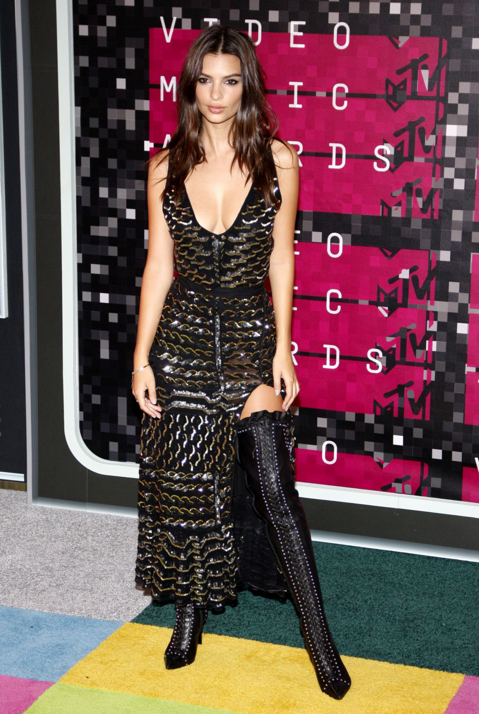 Emily Ratajkowski aux MTV Video Music Awards à Los Angeles le 30 aout 2015.