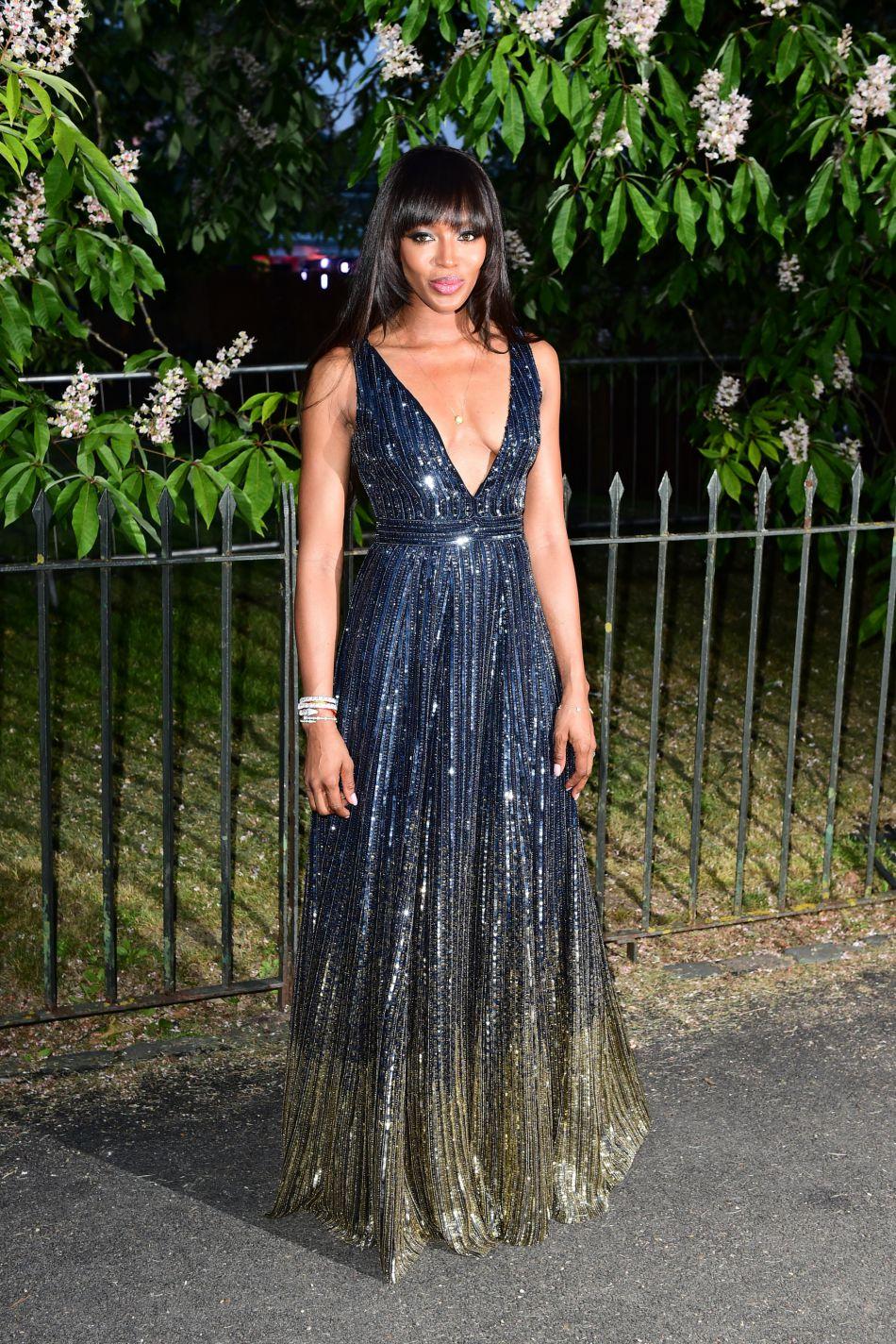 Naomi Campbell scintillait de mille feux dans sa robe bleu nuit, elle était la star de la soirée !