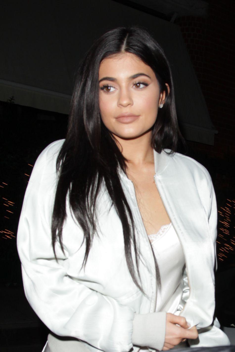 Kylie Jenner répond à la polémique sur ses rouges à lèvres.