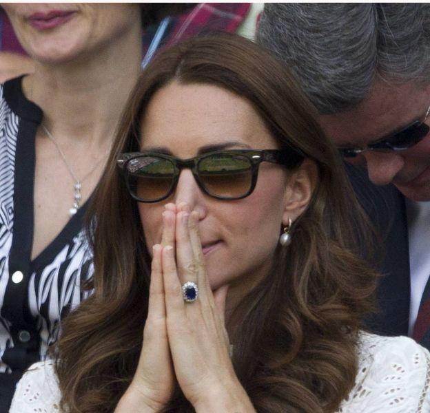 Kate Middleton retient son souffle à Wimbelon le 2 juillet 2014, elle a du mal à croire à la défaite de l'écossais Andy Murray face à Grigor Dimitrov.